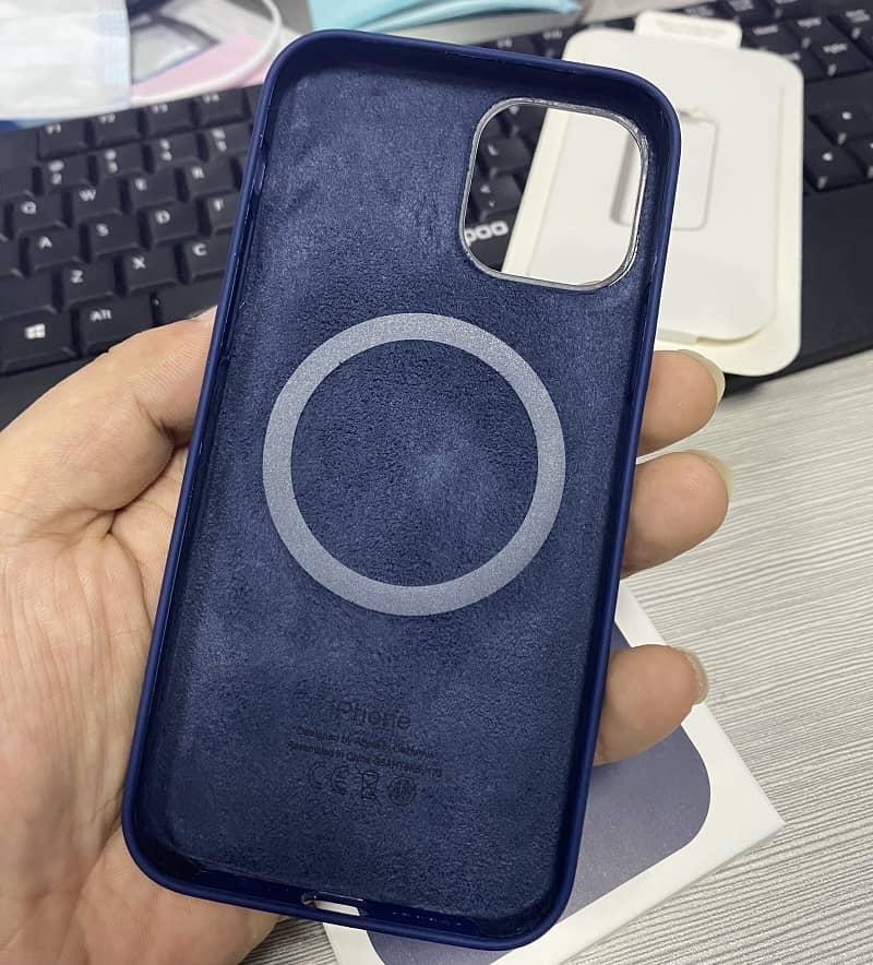 Силиконовый чехол для iPhone 12 Mini Silicone Case MagSafe фото 4